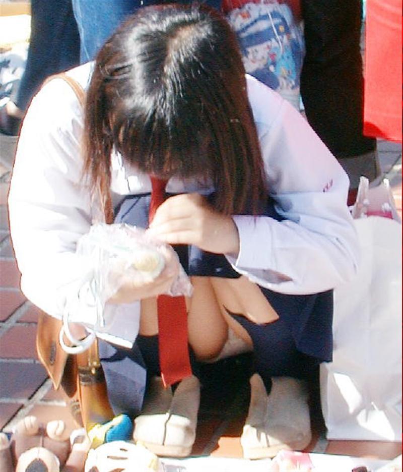 【真面目系JKパンチラエロ画像】正直、ビッチのパンチラは飽きたwwwこーいう真面目系女子高生の地味パンチラのほうがエロくね!? その7