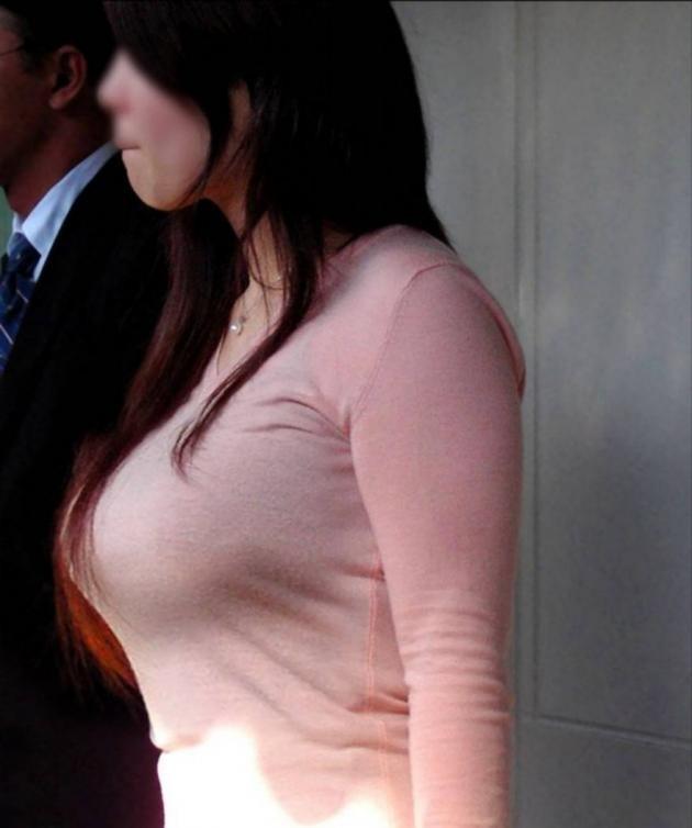 【ニット巨乳エロ画像】この季節、街中でも特別存在感を放つニット巨乳www何だこの乳わっ!! その5