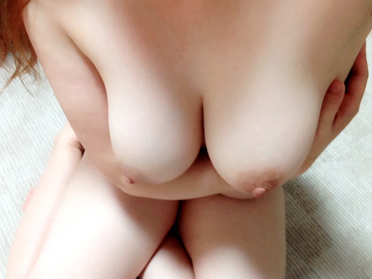 【寄せ乳エロ画像】パイズリに興味がない俺でもチンポ挟んで見たくなるおっぱいがコレwwwww その15