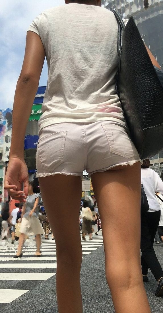 【街撮りエロ画像】薄着の季節ってすげーなwwwスマホのカメラを起動して街を歩いてるだけでいいもん撮れるぞwwww その1