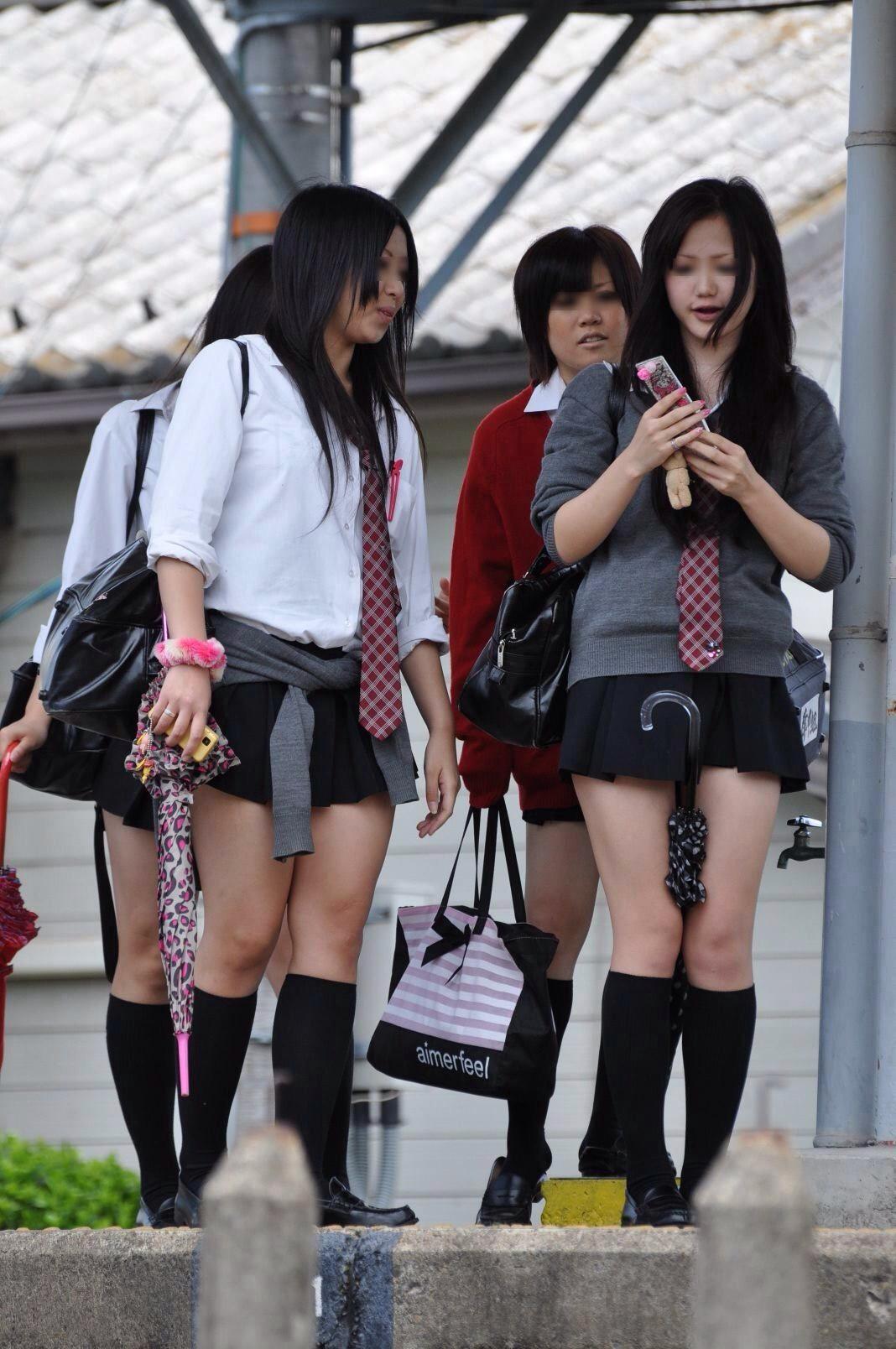 【JK太ももエロ画像】むちむちの肉感溢れる太ももがぐぅエロ…やっぱ太ももは女子高生が最高やわwwww その5