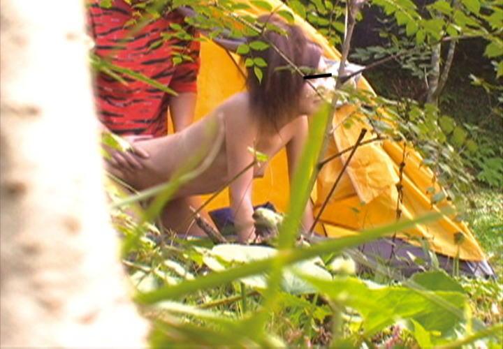 【青姦エロ画像】真っ昼間からパコパコ…性欲を抑えられない脳みそ猿なカップルの青姦がガチ過ぎてドン引きwwww その15