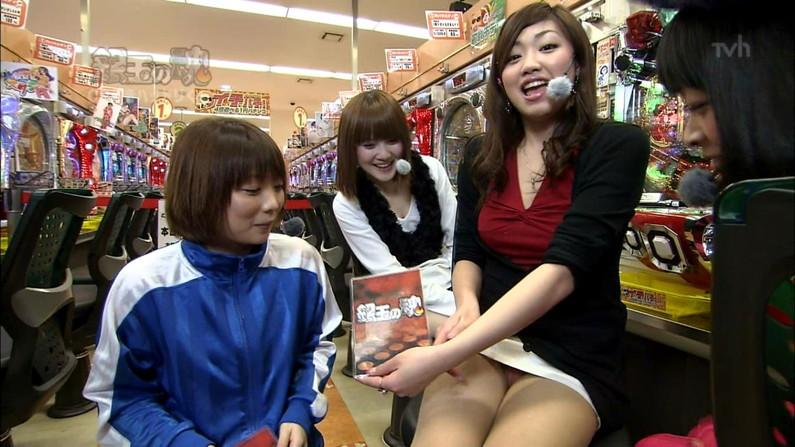 【TVパンチラエロ画像】これが日本の芸能界…TVで注目されたいがためにミニスカでパンチラする女性タレント達wwww その14