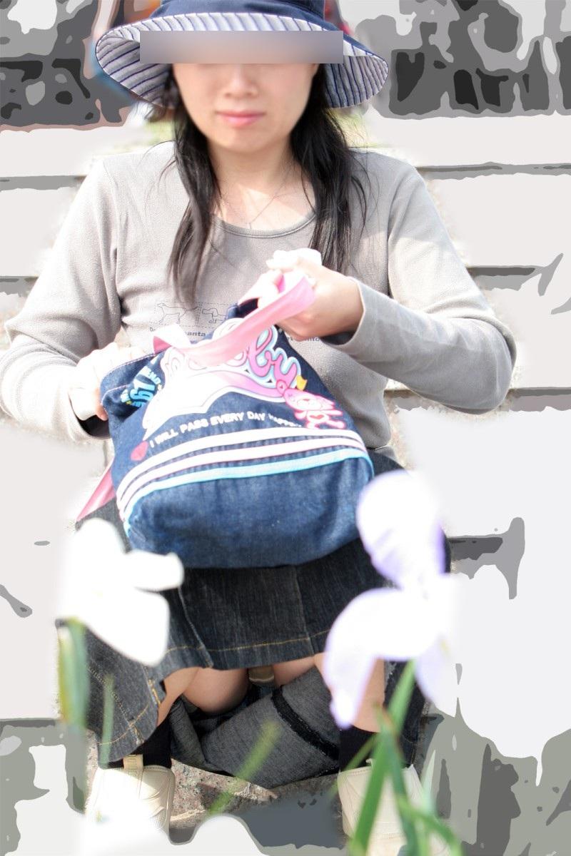 【熟女パンチラ盗撮画像】おばさ~ん、パンツまる見えでっせ~!!街中で盗撮され熟女のデカパン画像www その8
