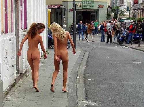 【野外露出】外国人の裸族がすげぇ・・・野獣の中で全裸になれる外国人!これでよく犯されないなwww その8