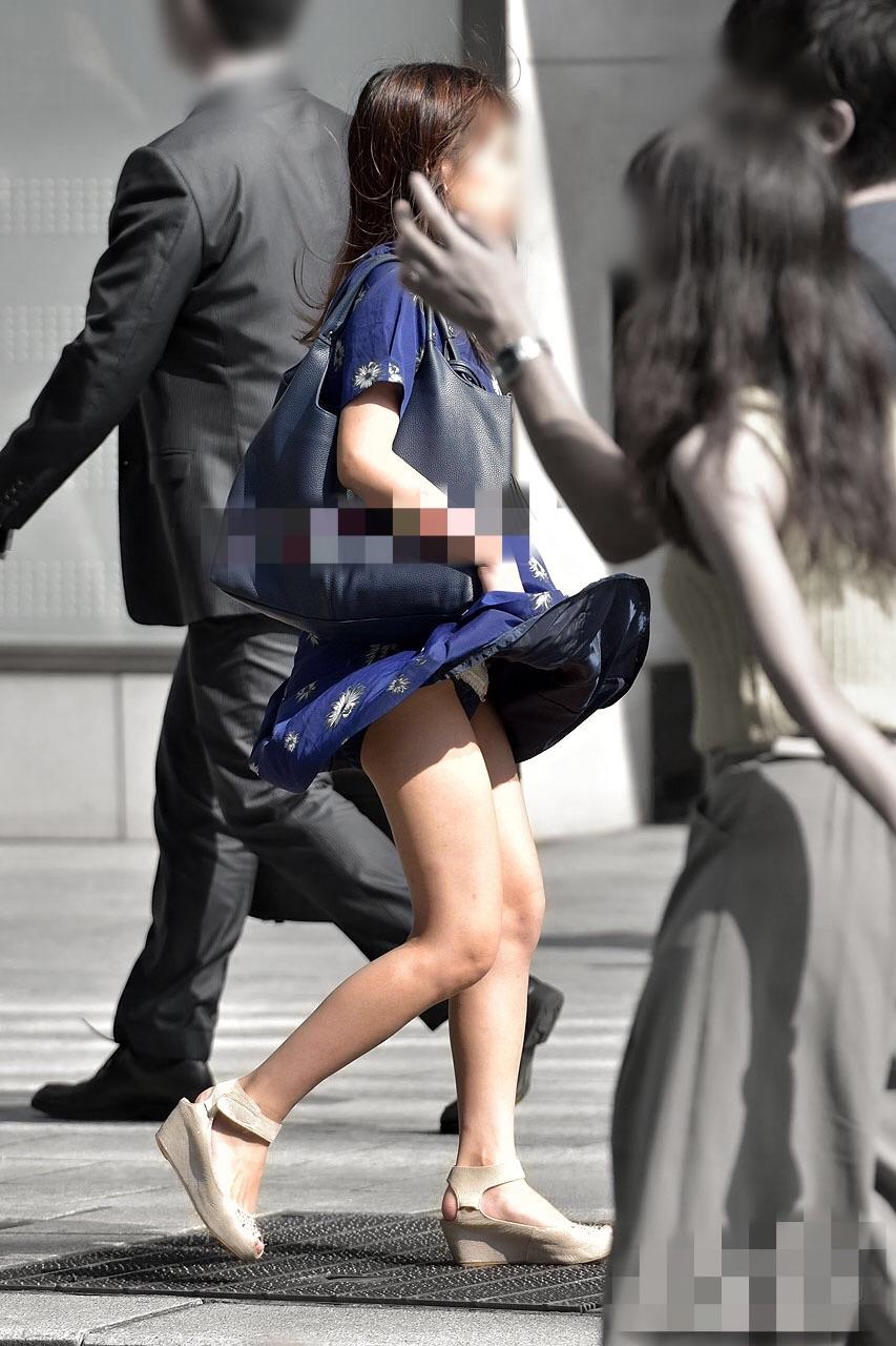 【風パンチラ】風に舞うスカート…一瞬、無防備になる素人娘の下半身のエロさが尋常じゃねぇぇぇ!! その14