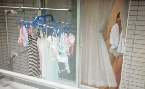 【民家盗撮】マンションの窓やベランダってこんなに覗けるのか!?リアルな素人の日常生活がぐぅエロ! その10