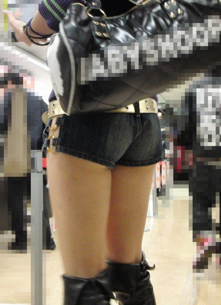 【街撮り美脚画像】盗撮不可避!思わずむらむらする美脚美人…股間を熱くする生脚がコチラwwww その2