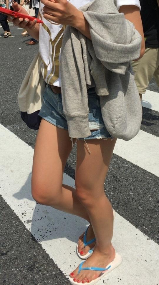 【街撮り美脚エロ画像】盗撮された女の子の太ももってなんでこんなに興奮するんだろうwwww その4