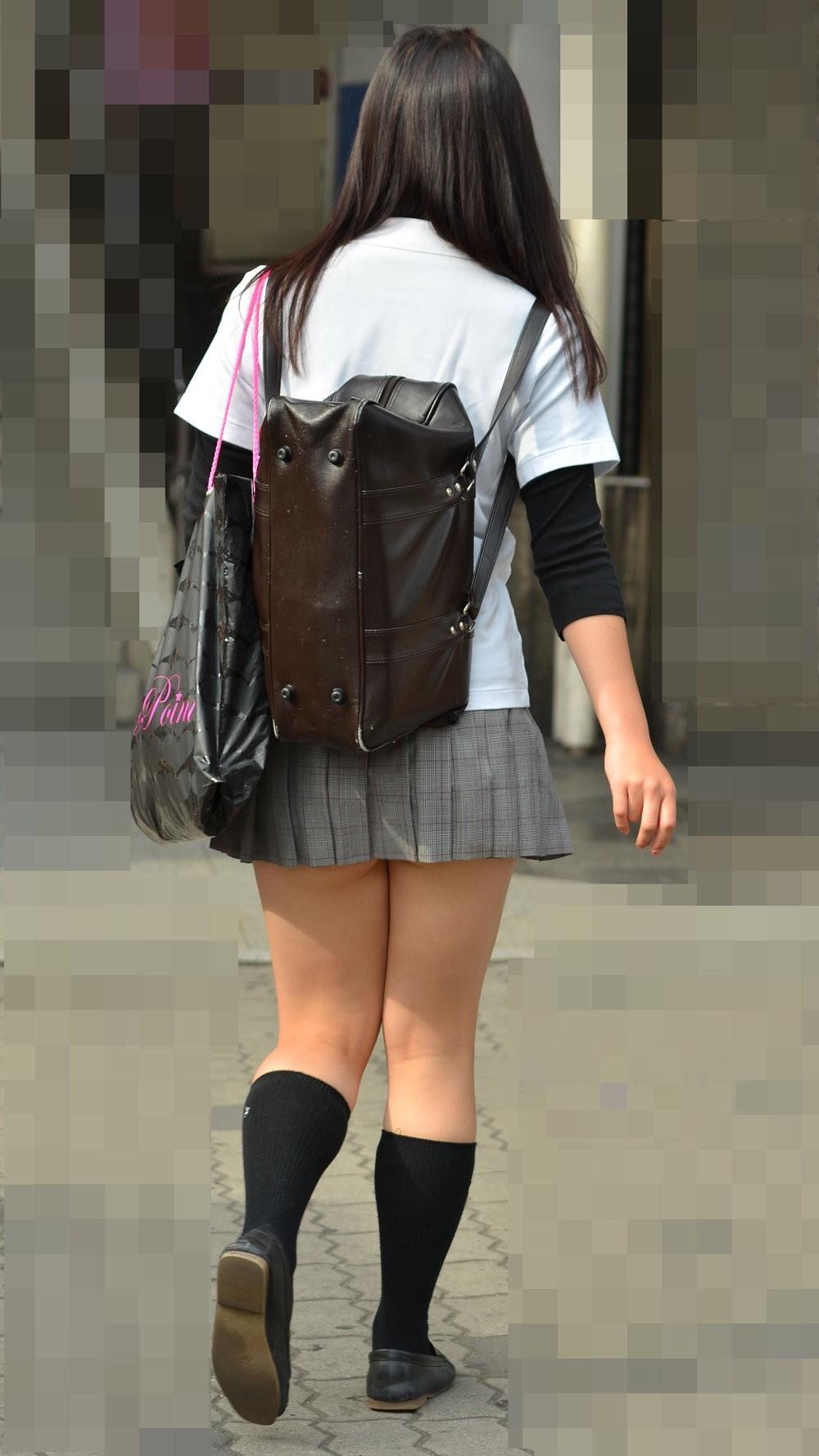 【街撮りJKエロ画像】盗撮されてるなんて夢にも思わない女子高生の自然体がなぜかそそる街撮り画像 その9