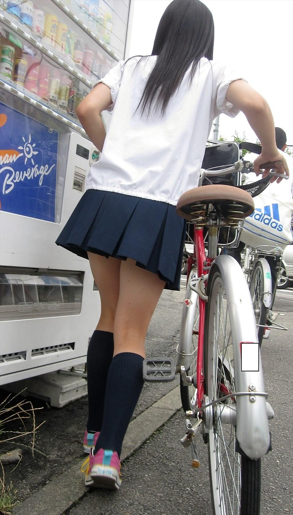 【街撮りJKエロ画像】盗撮されてるなんて夢にも思わない女子高生の自然体がなぜかそそる街撮り画像 その15