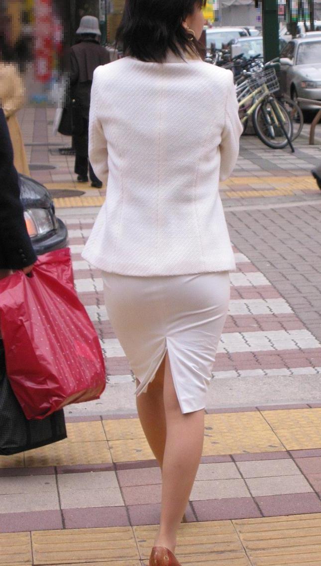 【街撮りOLエロ画像】デカい尻にはピチピチのタイトスカートが似合う街撮りされたOLさんお尻wwww その3