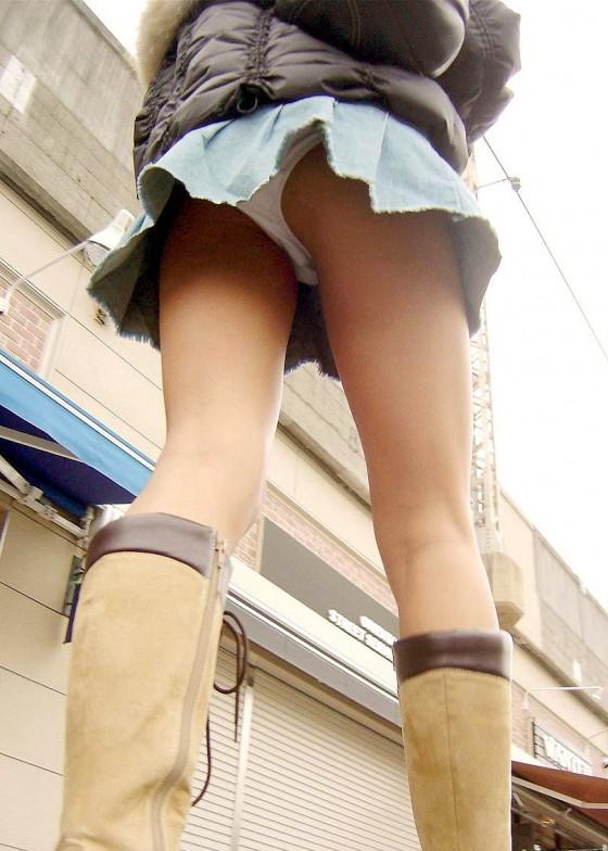 【ミニスカ街撮りエロ画像】コートを羽織るほど寒いのにミニスカで生脚を露出する女って変態なんだろうかwwww その6