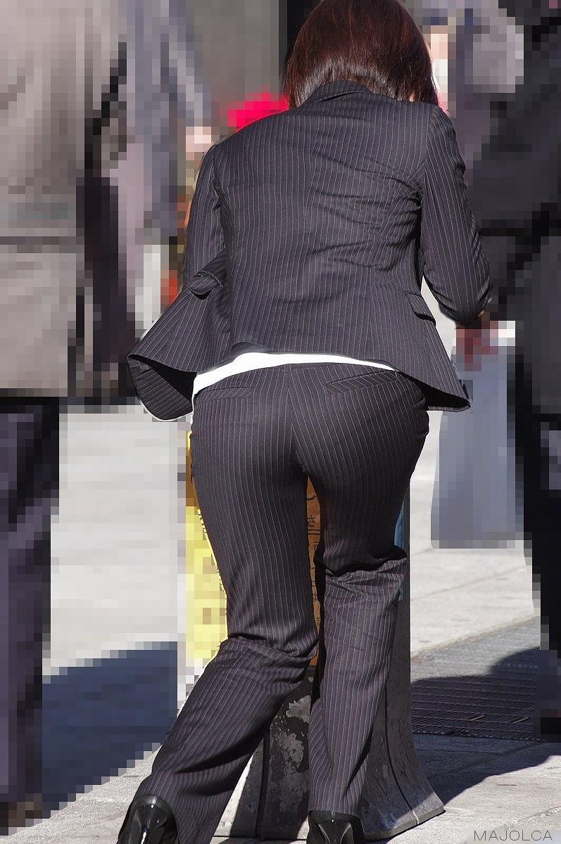 【OL透けパンエロ画像】パンツスーツのOLさんってパンティーライン透け透けやなwwwパンチラより興奮する透けパン画像 その12