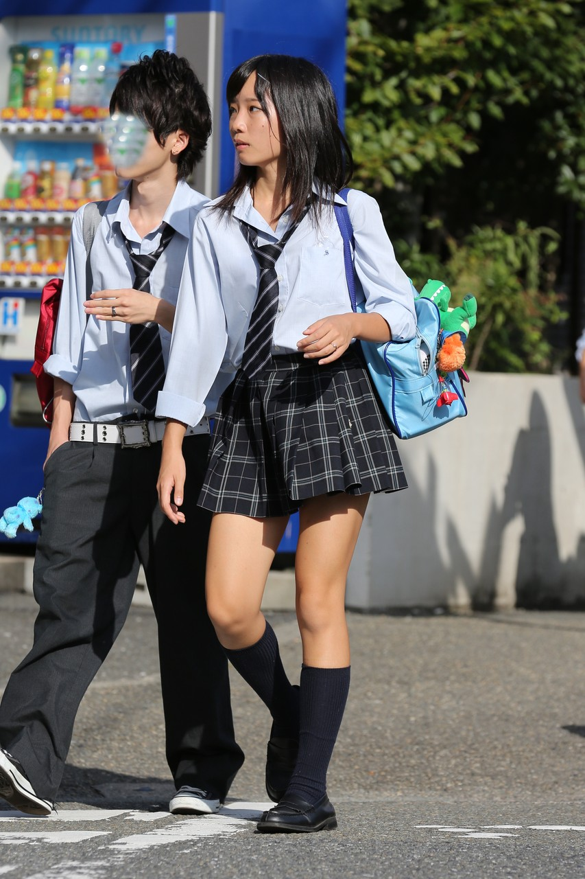 【ミニスカJKエロ画像】スカート丈の短さと貞操観念の低さは比例する今どきの女子高生…チンポがパキパキに勃起するミニスカがこちらwww その12