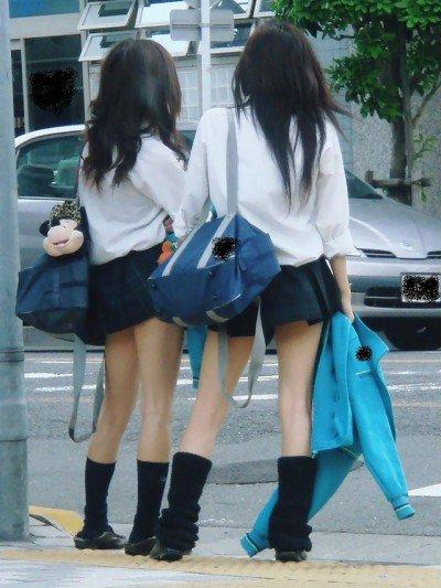 【ミニスカJKエロ画像】スカート丈の短さと貞操観念の低さは比例する今どきの女子高生…チンポがパキパキに勃起するミニスカがこちらwww その14