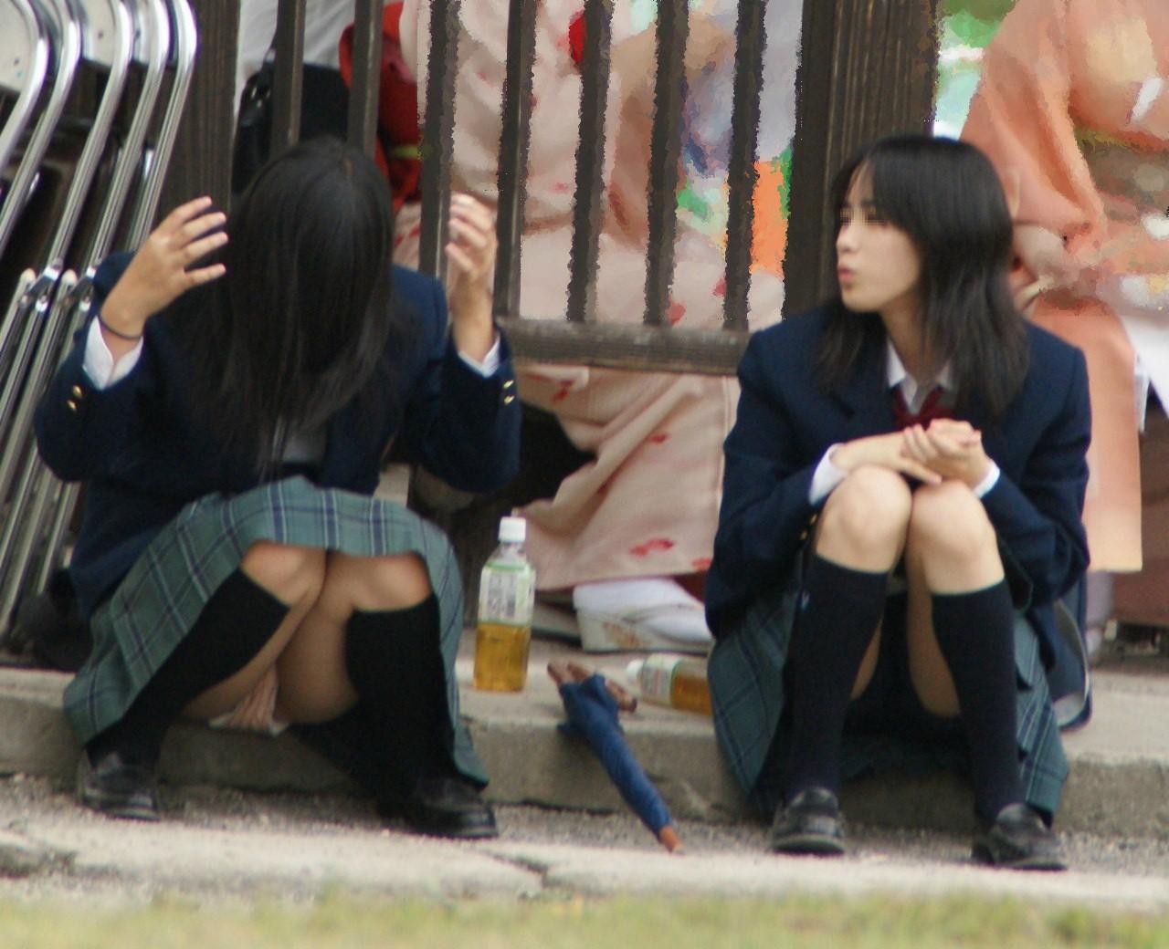 【JKパンチラエロ画像】パンチラは天然が一番!!街中で見かけた女子高生の自然なパンチラがめっさ興奮するwwww その7