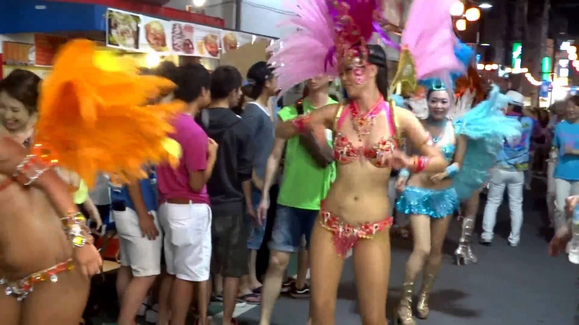 【サンバエロ画像】もう日本の伝統になりつつあるサンバカーニバル…真っ昼間から半裸で踊り狂ううおねーさんがそそるwww その14