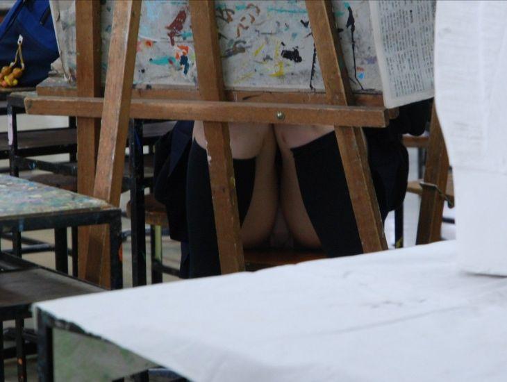 【JK校内盗撮エロ画像】これってイジメ…!?同級生のパンチラをネットに晒す女子高生の学校内撮影wwww その2