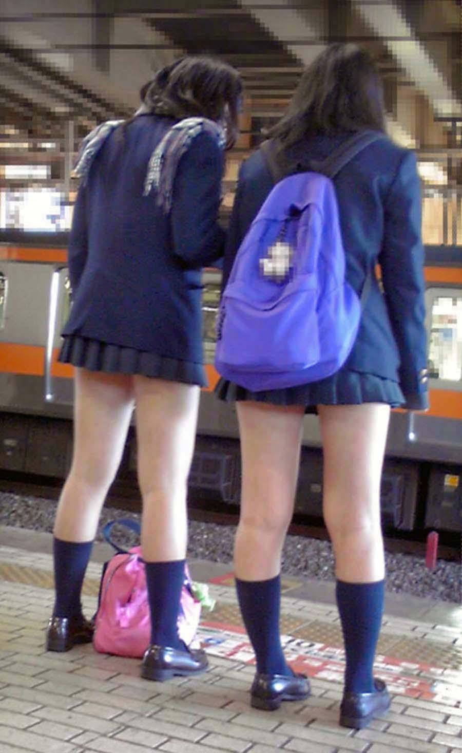 【JK街撮り画像】ゾクゾクするほどそそる女子高生の太もも!スベスベの下半身に思わず勃起しちゃいそうwwww その4