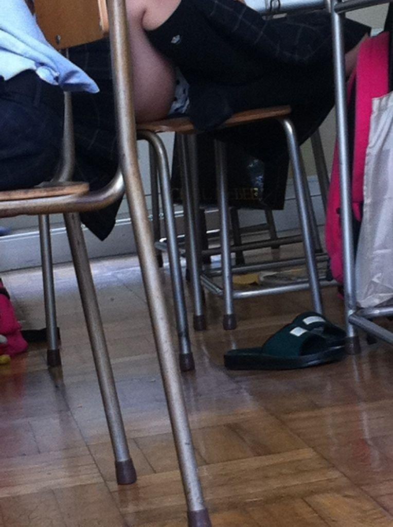 【JK学校内盗撮画像】犯人は同級生…教室で盗撮された女子高生のパンチラ画像 その15