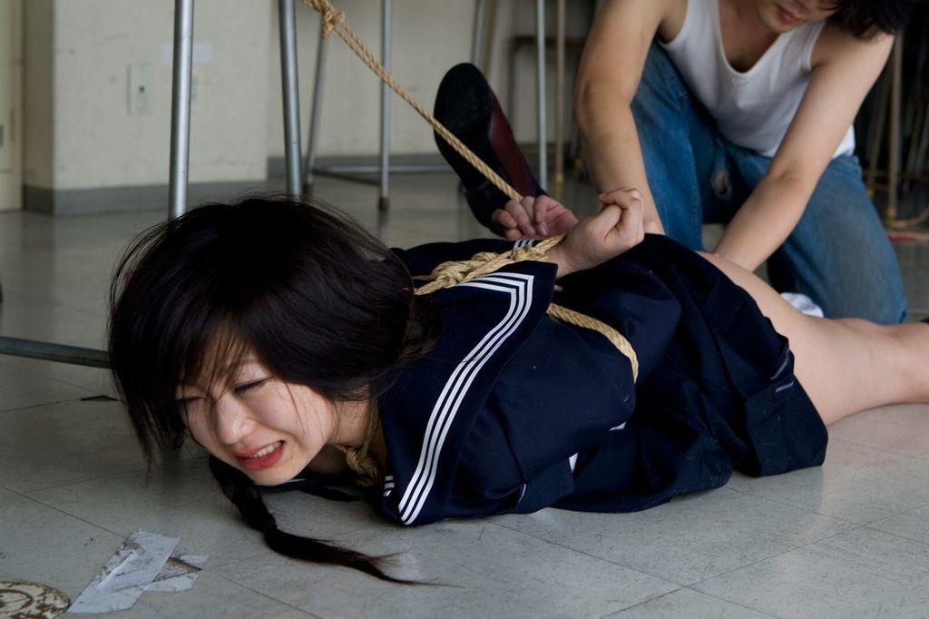 【JK緊縛エロ画像】たとえ妄想でもヤッてみたい…女子高生を縛って玩具にする緊縛エロ画像 その2