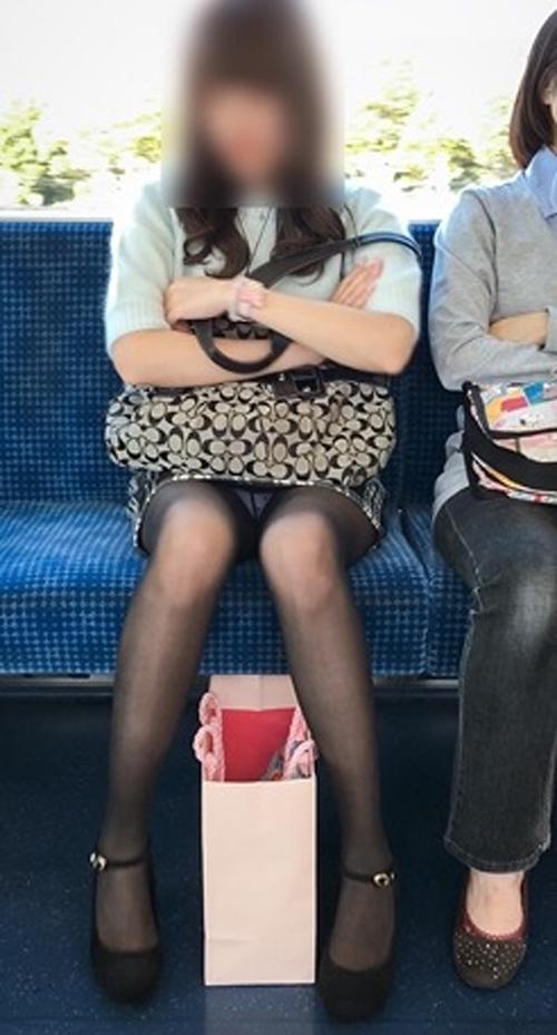 【電車内盗撮画像】近頃の女の子はびっくりするほどお股ガバガバ!電車内がガチでカオスなパンチラ天国www その10