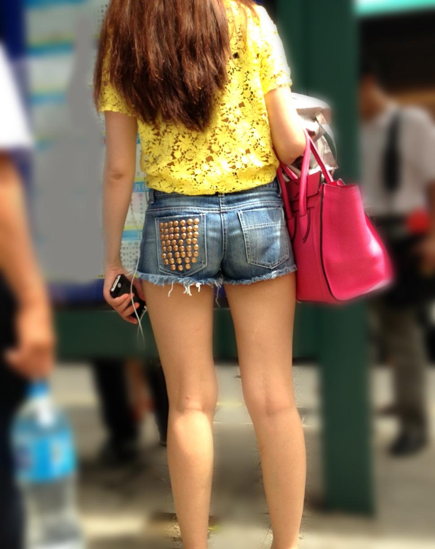 【ショーパン街撮り画像】夏らしい健康的な美脚がチンポを刺激する!短パン娘の太ももがエロ過ぎる街撮り画像 その11