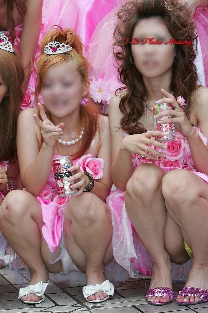 【夏祭りエロ画像】日本の祭りのエロいじゃんwwwハッピや浴衣から見え隠れするギャルの下着がたまらない夏祭りのエロ画像 その2