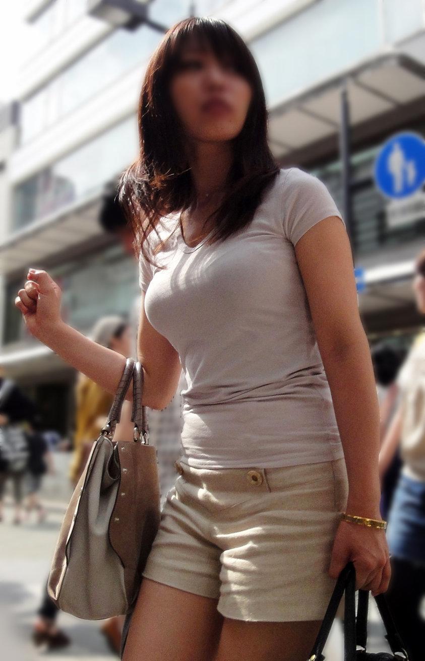 【着衣巨乳エロ画像】これはスケベそうなおっぱいだなぁwww街中でフェロモン撒き散らすデカ乳娘の着衣巨乳 その6