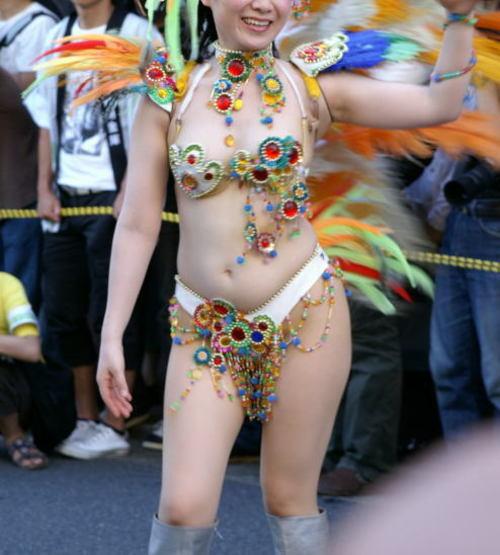 【サンバエロ画像】ハプニング連発!?いつポロリしてもおかしくない過激衣装で激しく踊るサンバカーニバルがサイコーwww その10