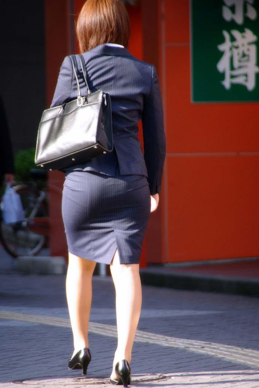 【タイトスカートエロ画像】OLさんのお尻ってエッチだなぁ…痴漢を誘ってるようにしか見えないタイトスカートのお尻画像 その15