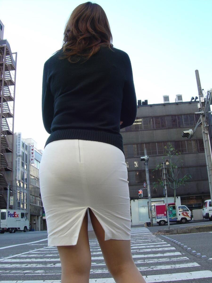 タイトスカートがパツンパツンッ!パンティが透けちゃうほど大きなお尻に張りつく巨尻娘の街撮り画像 その9